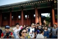 Tourists-Behaving-Badly_thumb.jpg